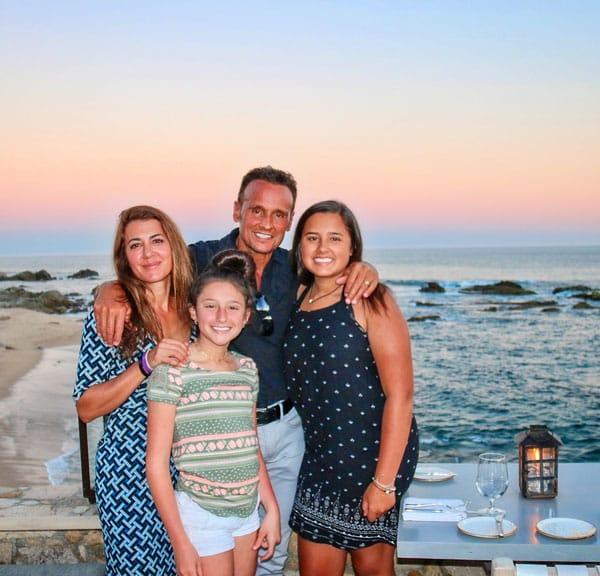 Photo pof family at the beach