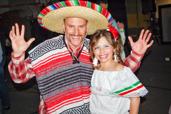 Photo Dad and Daughter at Fiesta