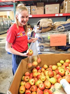 Photo Help & Hope Center student volunteer