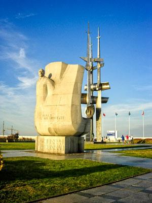 Photo of sculpture memorializing author Joseph Conrad