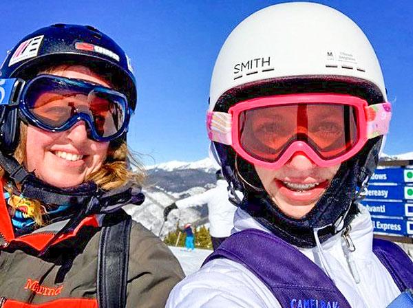 Photo of Kim and Sophia Heidemann skiing