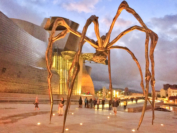 "The spider ""Maman"" in bronze."