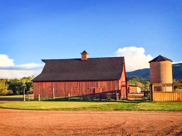 A color picture of the former Nickson barn today.