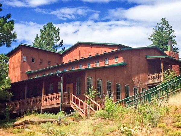 Photo of lodge at Woodbine Ranch