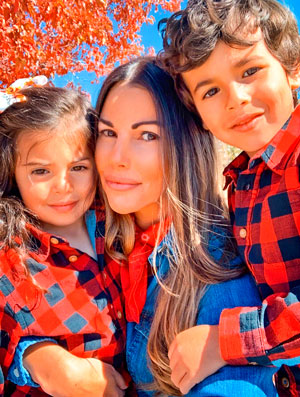 Photo of Lauren Aragon with her four-year-old twins, Presley and Cash