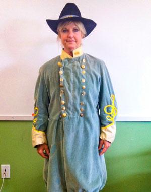 Photo of Lynda Hernandez dressed as Robert E. Lee