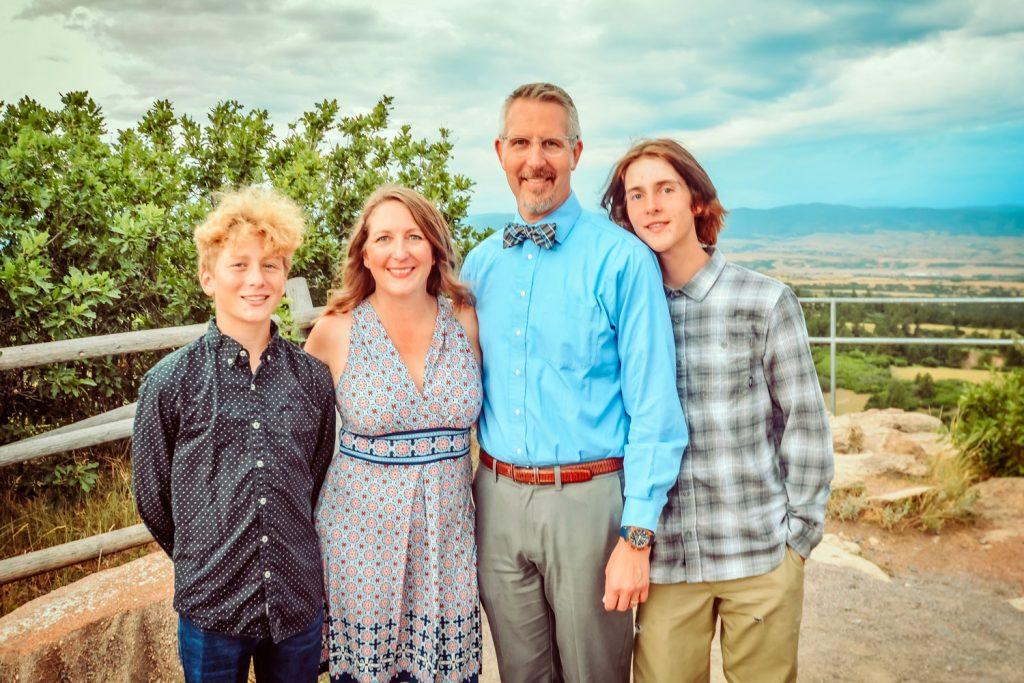 Photo of Thelander family.