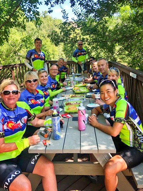 Photo of VICC picnicing on yeary out-of-town ride.