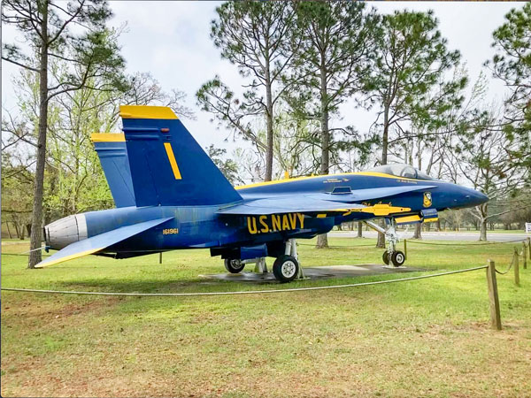 Photo of F/A-18 Hornet, flown by the U.S. Navy Blue Angels