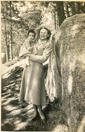Photo of Velva in 1951 with daughter, Patricia Lynne.
